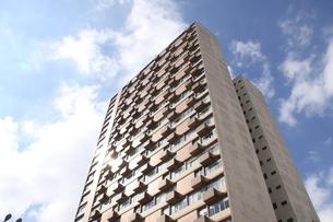 サンパウロのマンションと青空の写真素材 [FYI04601977]
