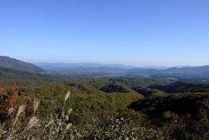 青空の鬼女台展望から蒜山高原を見るの写真素材 [FYI04602049]