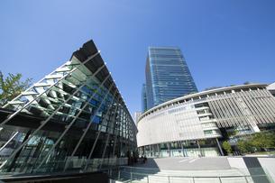 大阪駅前の都市風景の写真素材 [FYI04602372]