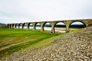 タウシュベツ川橋梁/上士幌の写真素材 [FYI04602423]