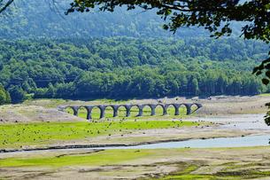 タウシュベツ川橋梁/上士幌の写真素材 [FYI04602436]