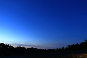 夕焼けが彩る空の写真素材 [FYI04602583]