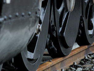 蒸気機関車の車輪の写真素材 [FYI04602668]