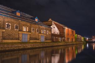 夜の小樽運河の写真素材 [FYI04603292]