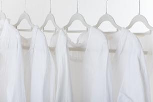 白い服の写真素材 [FYI04603366]