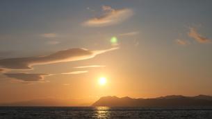 夕日の海の写真素材 [FYI04603642]