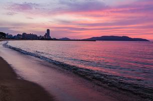 ピンクに焼ける百道浜の写真素材 [FYI04603658]