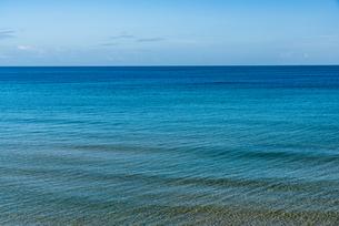 美しく青い海の写真素材 [FYI04603692]