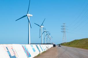 茨城県 神栖市 風力発電周辺の風景の写真素材 [FYI04603936]