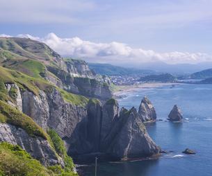 北海道 自然 風景 断崖と海の写真素材 [FYI04604002]