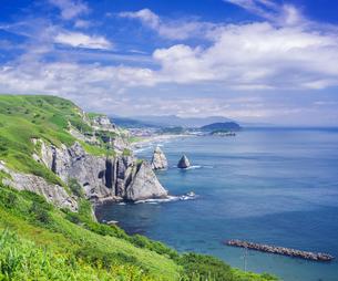 北海道 自然 風景 断崖と海の写真素材 [FYI04604008]