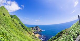 北海道 自然 風景 断崖と海の写真素材 [FYI04604027]