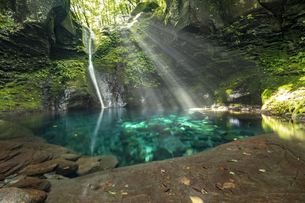 おしらじの滝の写真素材 [FYI04604968]