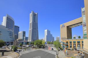 横浜ベイエリアの街並の写真素材 [FYI04605164]
