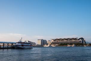 博多埠頭 マリンメッセ福岡のある風景の写真素材 [FYI04605423]
