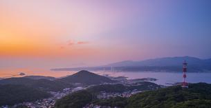 北海道 風景 測量山より室蘭市街遠望 (夕景)の写真素材 [FYI04605545]