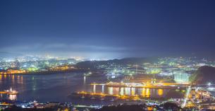 北海道 風景 測量山より室蘭市街遠望 (夕景)の写真素材 [FYI04605562]