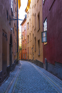 スウェーデン、ストックホルム、ガムラスタン路地裏の写真素材 [FYI04605573]