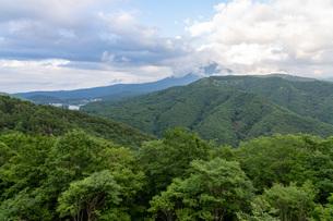 夏の車山高原から白樺湖を望むの写真素材 [FYI04605888]