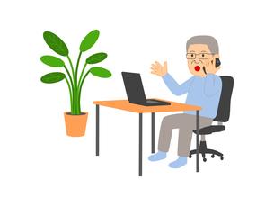 シニアのビジネスマン テレワークに挑戦 スマフォで連絡のイラスト素材 [FYI04606088]