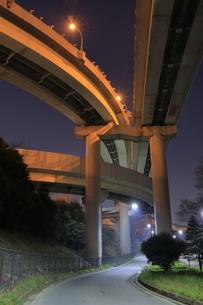 川口ジャンクションの夜景の写真素材 [FYI04606332]