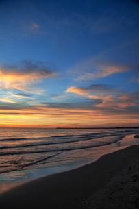 西浜海岸夕景の写真素材 [FYI04607179]