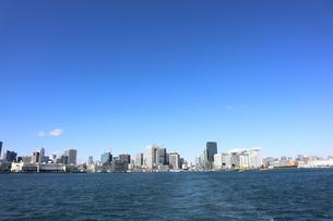 お台場方面の海上から東京都心を望むの写真素材 [FYI04607620]