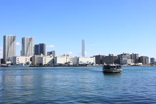 東京湾より開発が進む晴海地区を望むの写真素材 [FYI04607628]