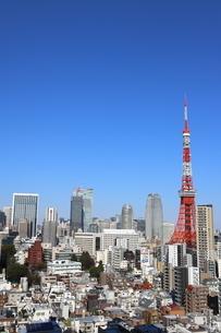 東京タワーと港区の高層ビル群の写真素材 [FYI04607642]
