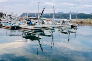加太港の漁船の写真素材 [FYI04607666]