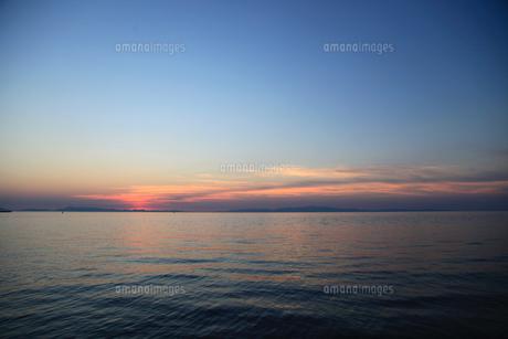 夕暮れの海の写真素材 [FYI04607682]