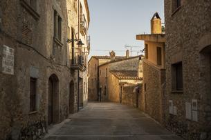 スペインの村の石作りの家の街並みの写真素材 [FYI04607863]