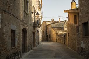 スペインの村の石作りの家の街並みの写真素材 [FYI04607864]
