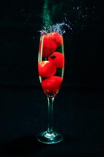 グラスの中のミニトマトの写真素材 [FYI04607973]