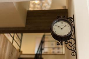 アンティーク調の時計の写真素材 [FYI04608124]
