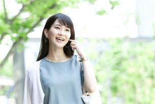 笑顔の女性の写真素材 [FYI04608417]