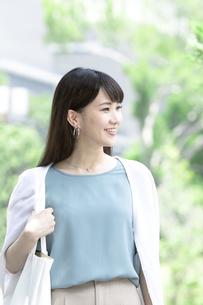 笑顔の女性の写真素材 [FYI04608441]