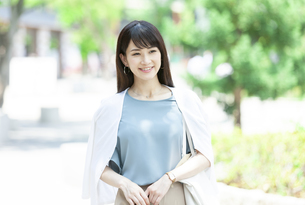 笑顔の女性の写真素材 [FYI04608466]