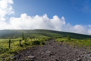 車山山頂への登山道の写真素材 [FYI04608617]