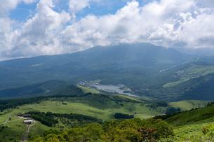 夏の車山山頂からの眺望の写真素材 [FYI04608642]