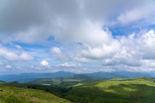 夏の車山山頂からの眺望の写真素材 [FYI04608668]