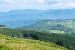 夏の車山山頂からの眺望の写真素材 [FYI04608672]