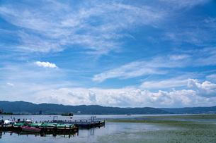 夏の諏訪湖湖畔の写真素材 [FYI04608700]