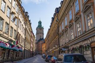 スウェーデン、ストックホルム、ガムラスタンのストックホルム大聖堂が見える街並みの写真素材 [FYI04609470]