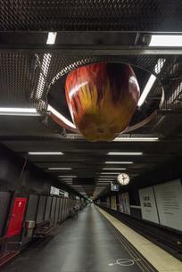 スウェーデン地下鉄テク二スカホグスコーラン駅のアートの写真素材 [FYI04610154]