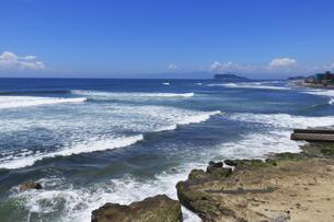 鎌倉 稲村ケ崎の海の写真素材 [FYI04610301]