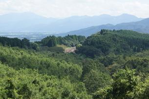 肥薩線からの車窓風景(肥薩ループ線)の写真素材 [FYI04610469]