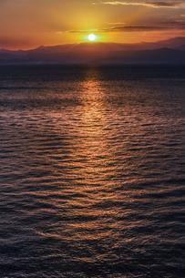 錦江湾の日の出の写真素材 [FYI04610501]