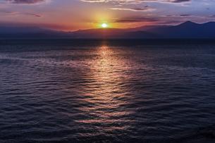 錦江湾の日の出の写真素材 [FYI04610502]