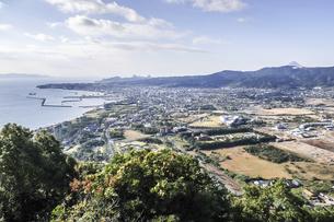 指宿港と指宿市街地を見下ろすの写真素材 [FYI04610511]